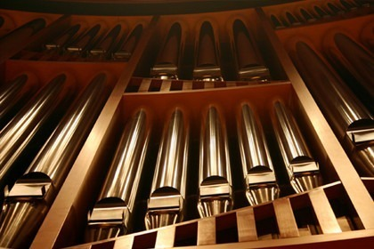 close up of organ pipes