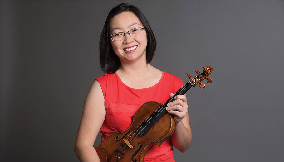 Juliette Kang with violin