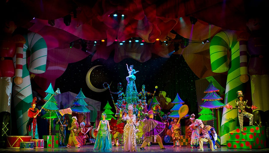Cirque Dreams Holidaze Tour