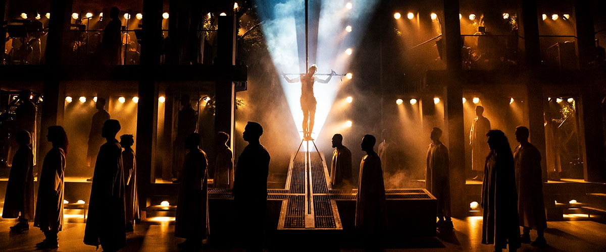 The company of the North American Tour of  JESUS CHRIST SUPERSTAR © Photo by Matthew Murphy