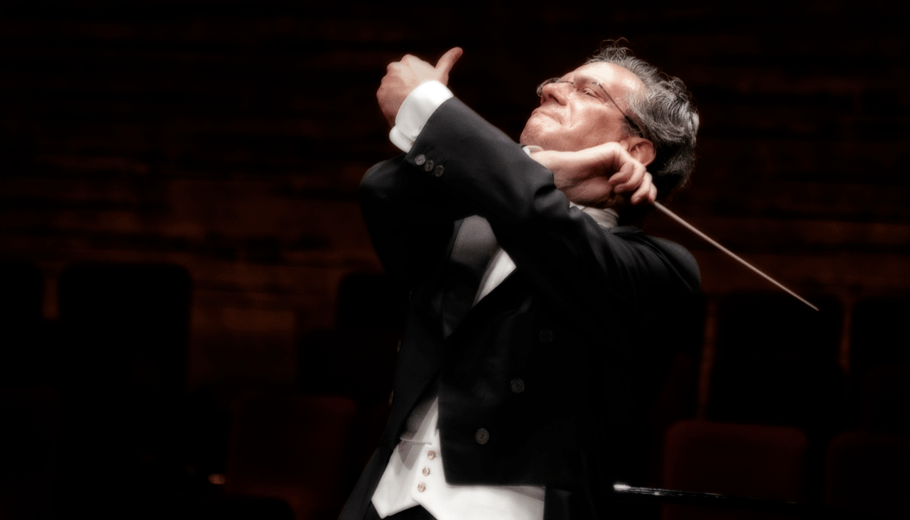 Fabio Luisi conducting